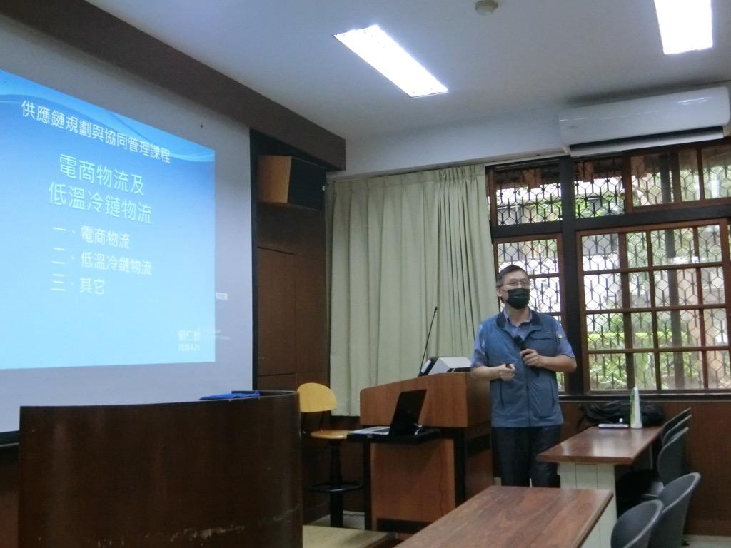 109年4月21日邀請中華民國物流協會劉仁欽顧問專題演講電商及低溫物流未來就業展望