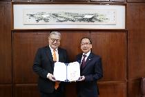 傑出校友藍濤亞洲總裁黃齊元 捐贈母校400萬元企業創新轉型