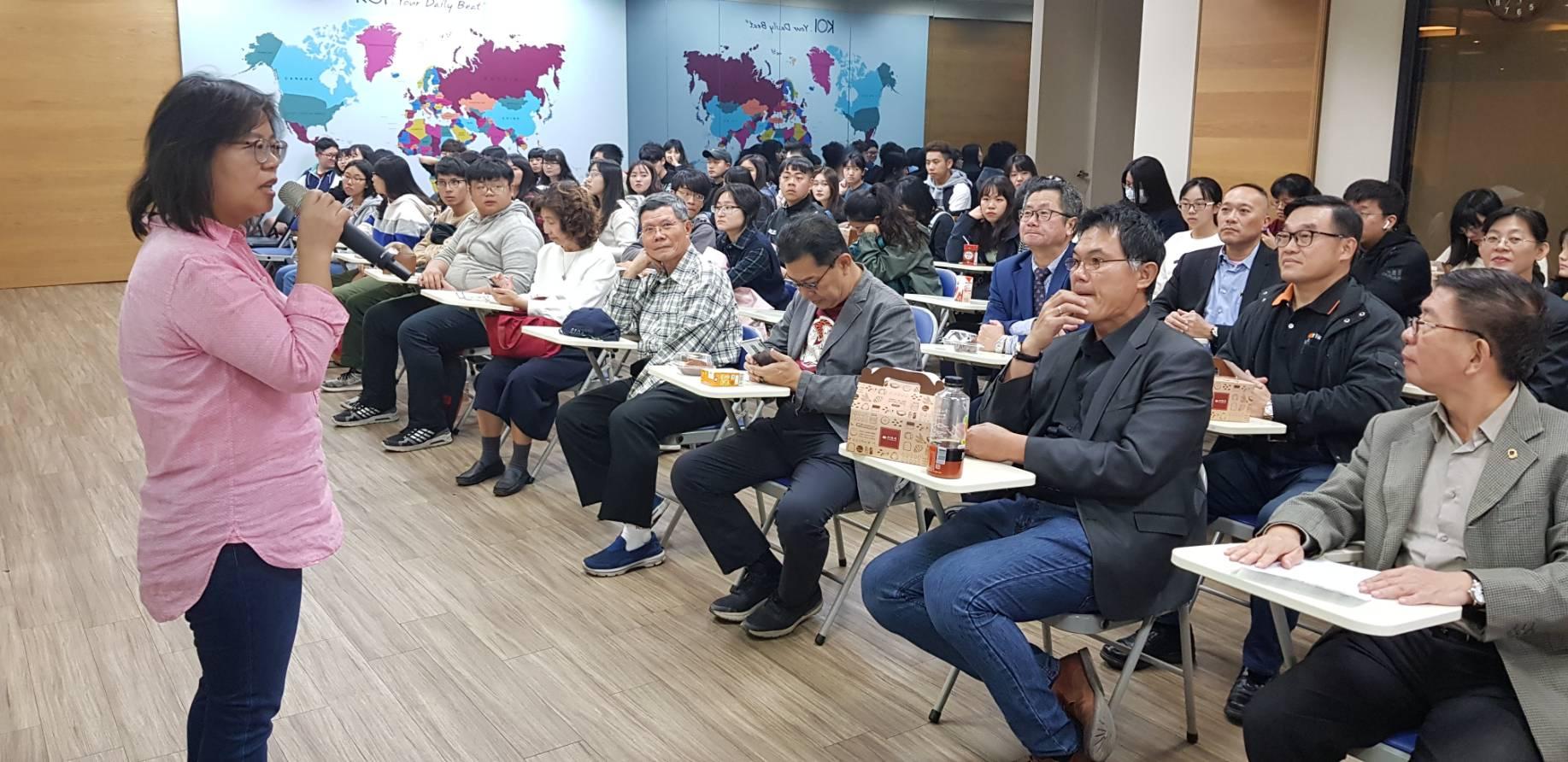 50嵐總部校友柯秋燕總經理熱誠解說公司成立發展狀況