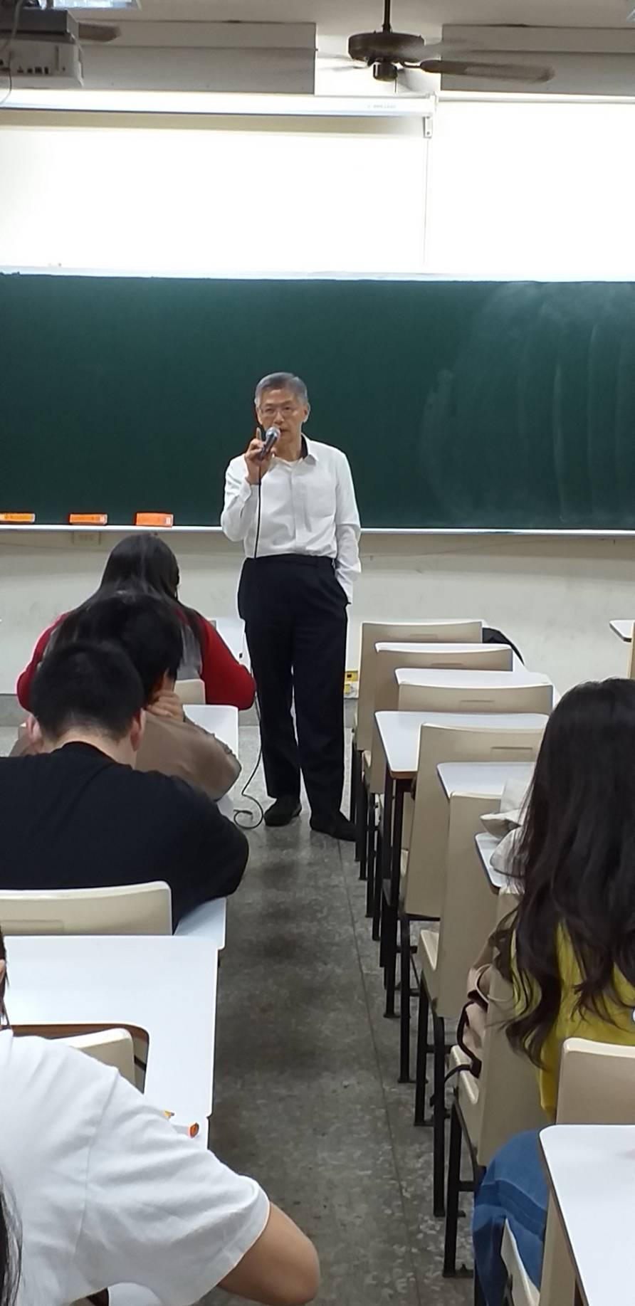 10月21日邀請大台灣旅遊網董事長蔡孟哲蒞校演講-成功推銷自己的面試技巧