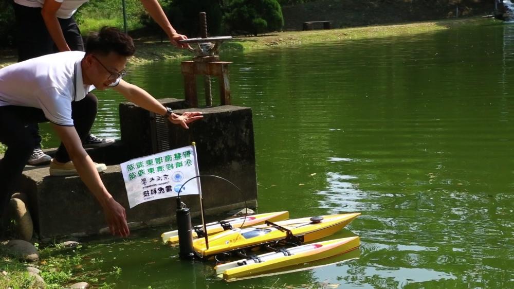 東海大學水質偵測巡航小艇透過AI科技讓無人載具進行水質監測與回報改善資訊