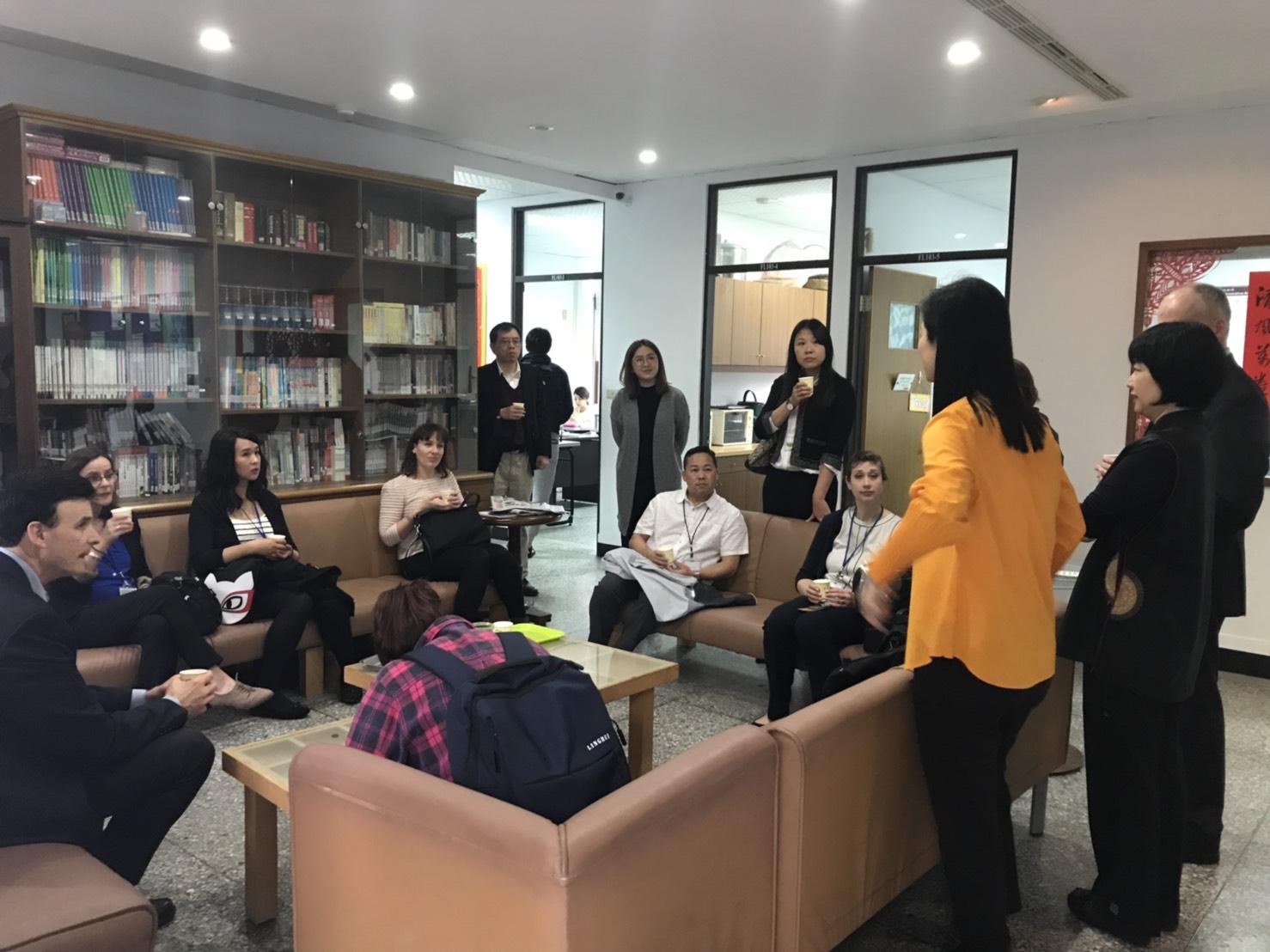 蔡亞平國際長帶領美國大學代表參觀東海華語中心