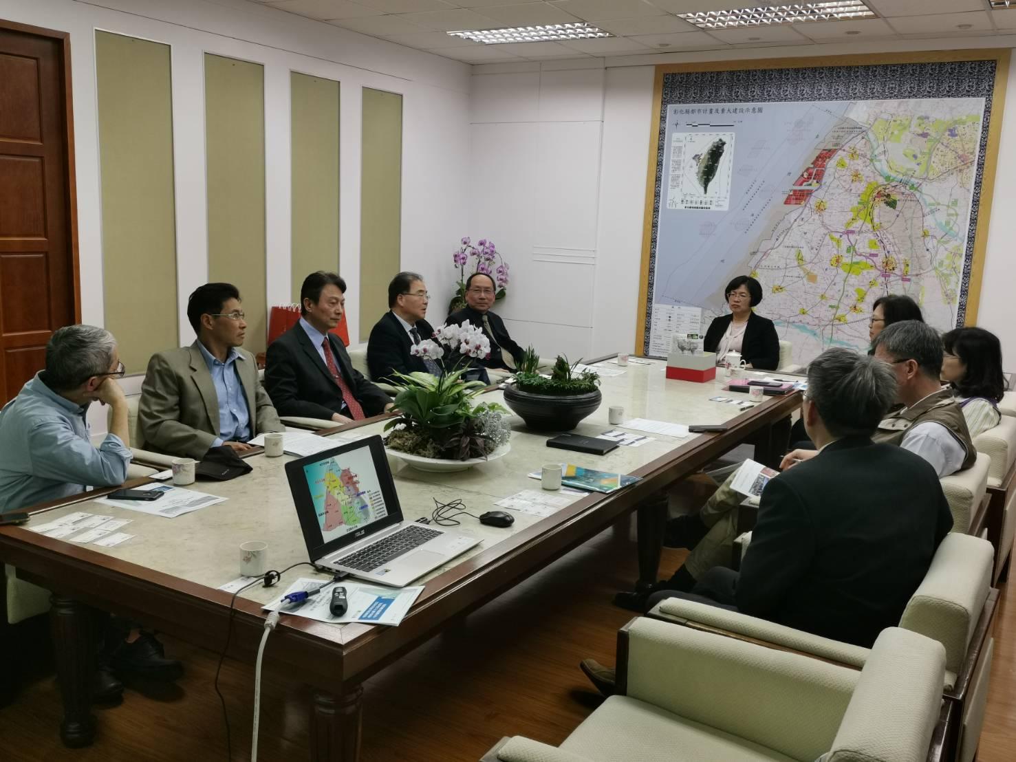 東海大學團隊拜訪彰化縣府,針對地方創生與對接窗口進行業務交流。